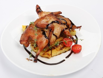 Baked quail with pineapple