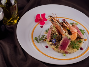 Tuna with couscous and shrimp
