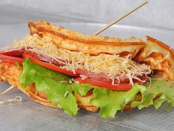 Gofre-sandvich cu salam