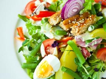 Salata Nicoise cu ţipar afumat