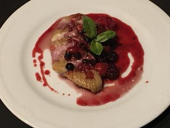 Fillet of duck in berry sauce