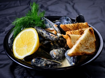 Mussels in shell under chardonnay sauce