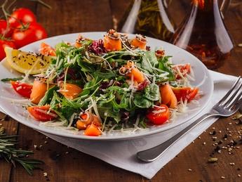 Salată de rucola cu somon