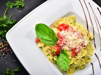 Farfalle with ricotta cheese, pesto and tomatoes