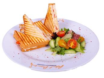 Тост с брынзой и помидором