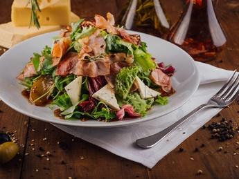 Салат с карамелизированными грушами