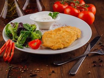 Schnitzel de pui cu sos tar-tar