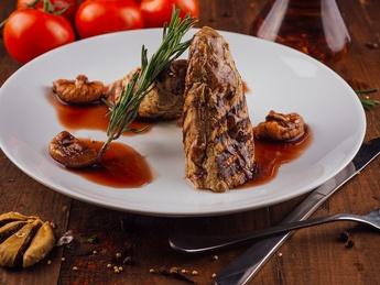 Свиная вырезка с инжирным соусом