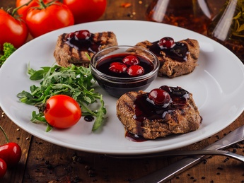 Beef medallions in cherry sauce