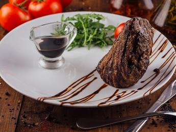 Steak de vită cu sos balsamic
