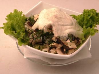 Salad with shrimps, pineapple & raw mushrooms