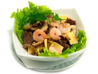 Salad with mushrooms, shrimps & veal tongue