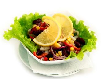 Kalmar salad with beans & corn