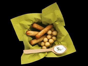 Nughete de pui cu bile de cartofi