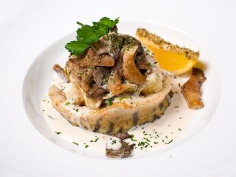 Mionion din șalău cu cartofi și ciuperci