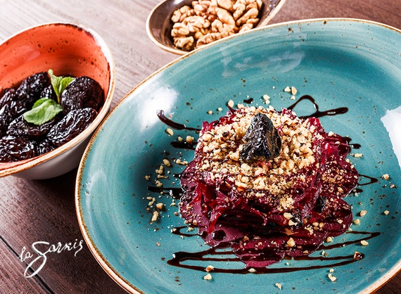 Red beet salad with prune and walnuts
