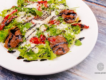 Salad with veal and parmesan