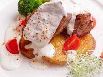 Fillet mignon with gorgonzola