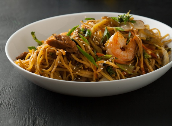 Noodles with chicken and shrimps