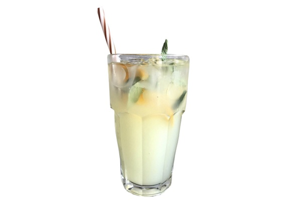 Lemonade with ginger and mint