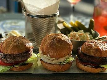 Trio mini burgers