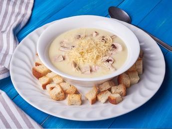 Supă-cremă din găină cu ciuperci