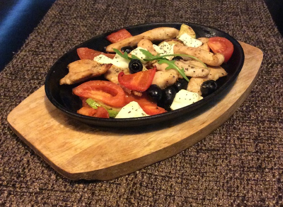 Chicken with vegetables and olives