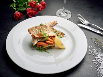 Perch baked with vegetables