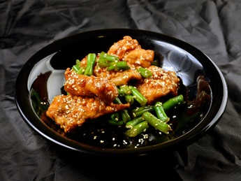 Salmon fried in sweetly sour sauce