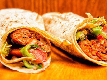 Et dürümü / Kebab with minced mutton