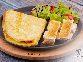 Omelette with green salad and toast