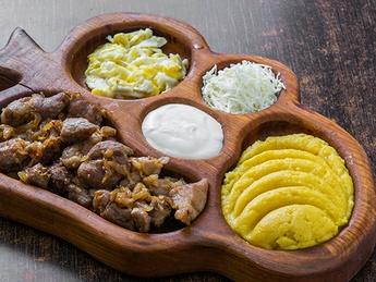 Tokana with chicken and hominy