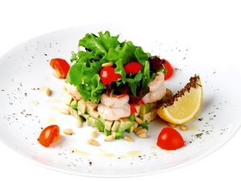 Salată cu creveți și avocado