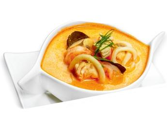 Supă din lapte de cocos cu fructe de mare