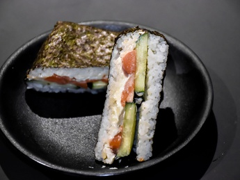 Onigirazu salmon