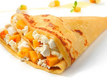 Pancake with cottage cheese and peach