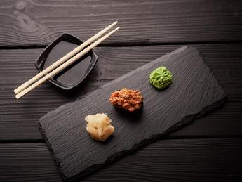 Gunkan with grilled salmon