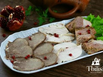 Asorti de carne pregătit ca acasă