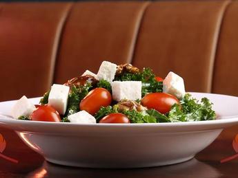 Салат с сыром Фета и грецкими орехами