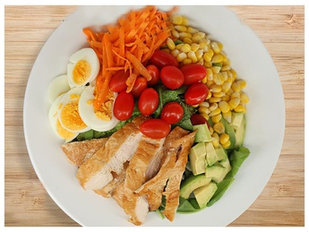Салат с курицей-гриль и авокадо