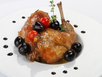 Кролик с виноградом