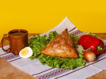 Треугольник с ветчиной и сыром