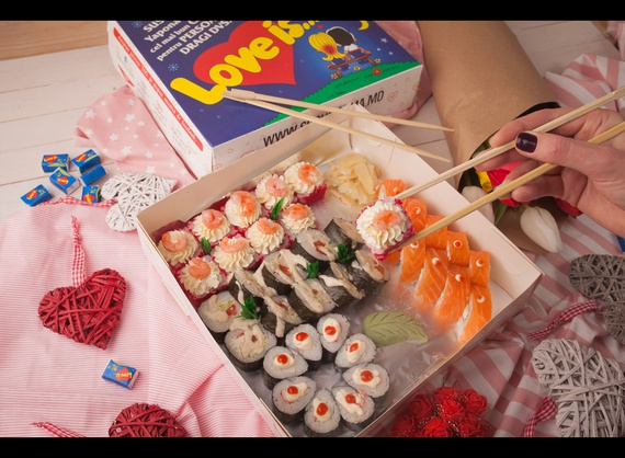 "Sushi Box ""Love Is"""
