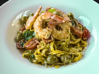Pasta with shrimps and olives