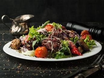 Тёплый салат из говядины