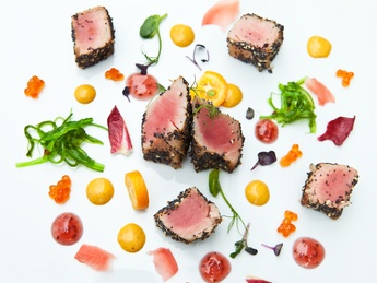 Tuna grillată în mak cu icre roșii
