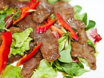 Salată caldă din legume cu carne de vită