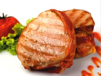 Pork scallops in becon