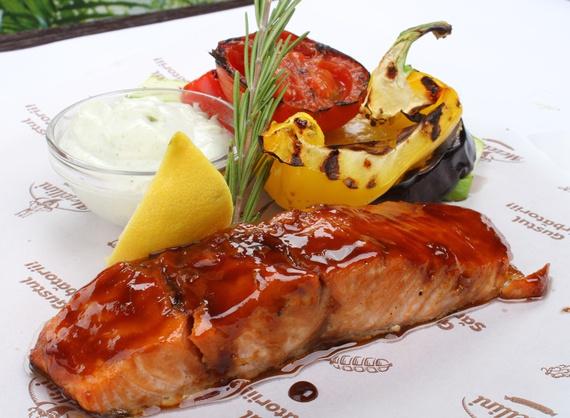 Филе семги с овощами гриль