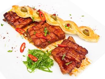 Costiţe de porc glazurate cu crostine